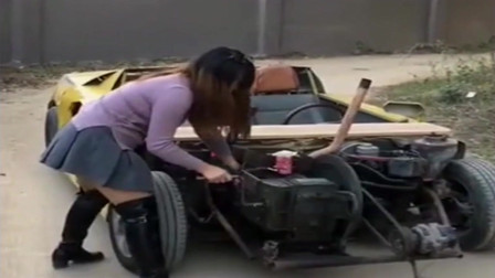 农村美女装的拖拉机跑车,启动那一刻,没想到车门这么酷
