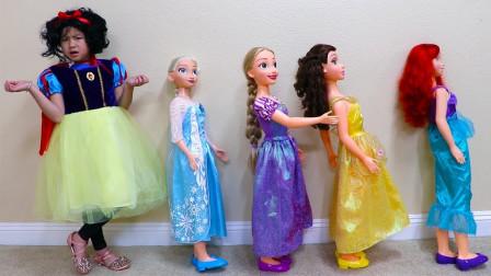 真奇怪!小萝莉化身白雪公主,她要跟着迪士尼公主去哪呢?