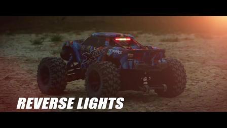 X-Maxx Day or Night 装配了 LED 灯组的大脚车