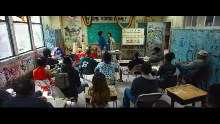 """《唐人街探案2》肖央爆笑教老外中文""""同学们和歹徒搏斗啊~"""""""