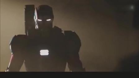 罗德上校穿着钢铁侠的铠甲无地自容,结果遭到钢铁侠的嘲笑
