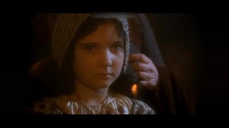白雪公主不喜欢继母,在婚礼仪式上把水泼到了继母脸上,结果跑到她房间发现了恐怖的一幕