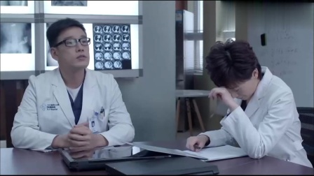 产科医生:朱医生偷看何晶的手机,何晶想起两人抱在一起的场景