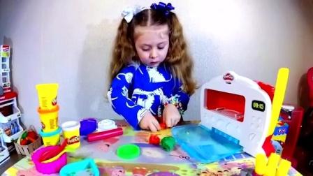 宝宝的玩具微波炉里出现一个小披萨