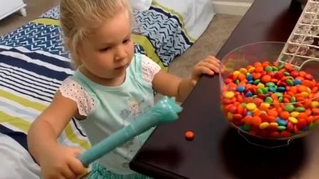 宝宝用魔法棒把巧克力豆变成小枕头,睡到一半枕头失踪了