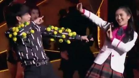 华晨宇柔情翻唱《菠萝菠萝蜜》,反转原版后台下谢娜安奈不住了