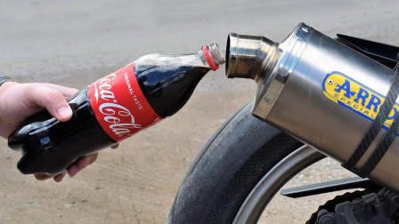 雅马哈摩托车为什么卖那么贵?倒一瓶可乐进去,启动时终于明白了
