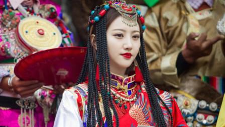 一场遇见爱情的旅行:陈晓看着穿民族服饰的李心月,忍不住抱住她:我要娶你!