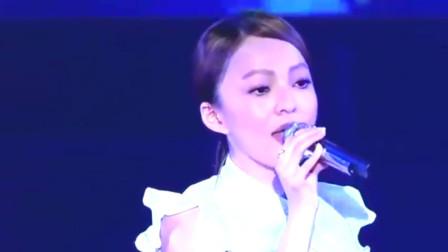 张韶涵复出首次演唱《追梦赤子心》气场十足,完全不输原唱!