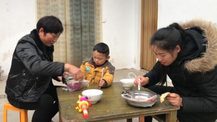 河南商丘:农村老家的烧饼豆腐脑,宝宝的最爱,老家的味道
