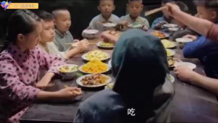 农村老奶奶重女轻男,饭桌上有八个孙子,全部看孙女脸色吃饭!