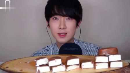 韩国小哥哥的巧克力冰激凌吃播,吃这么多,胃能受得了嘛,牙口也不错