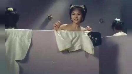 男子为了看美女洗澡, 居然把自己变成一块肥皂,结果差点送命