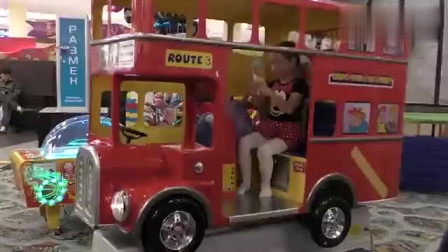 小萝莉逛商场吃巧克力糖果坐巴士汽车,儿歌童谣