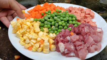 玉米、胡萝卜、猪肉、火腿肠,秘制一道金玉满堂,这也太好吃了吧。