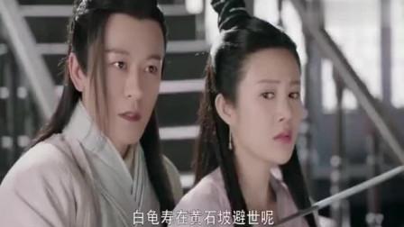 新版杨逍抖出灭绝师太出家前的丑事,两人一言不和就打起来了。