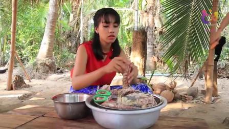 农村巧妇用新鲜的皮皮虾制作美食,这皮皮虾的个头可真大!