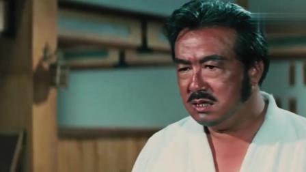 李小龙踢了日本武术学校,至今仍未对这些战术进行彻底的研究。