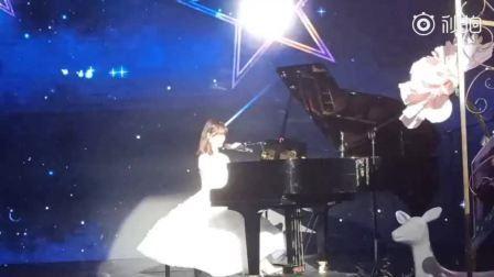 李子璇生日会开场歌,白色蛋糕裙是小仙女本人!