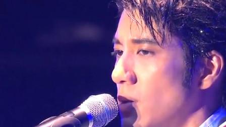 王力宏根据自己唱的歌曲《落叶归根》,唱出无数游子的内心感受