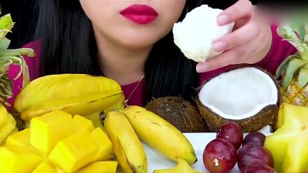 吃播:小姐姐吃热带水果大餐,脆脆的椰宝奶香味十足