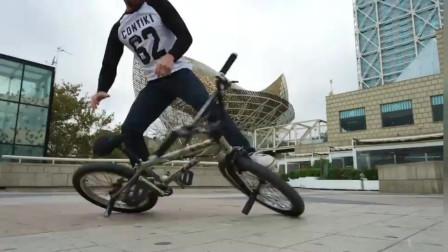 牛人在巴塞罗那街头用脚骑单车,这技术太牛了!