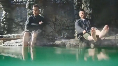 男子鱼疗泡温泉,脚臭竟把鱼都给臭翻白肚,这脚杀伤力够恐怖的啊