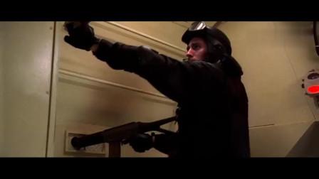 动作猛片《猎豹行动》用装甲车运送重,遭恐怖分子疯狂