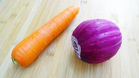 1个洋葱,1根胡萝卜,教你新做法,营养解馋,孩子三天两头点名吃