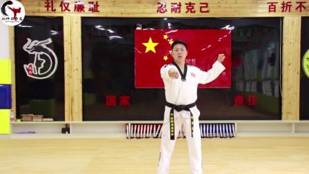 跆拳道实用动作之中格挡,是比较有效的防御动作,来看看吧