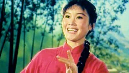 1977彩色歌舞片《春天》原声选段《华主席播下春光暖人心》演唱: 李谷一