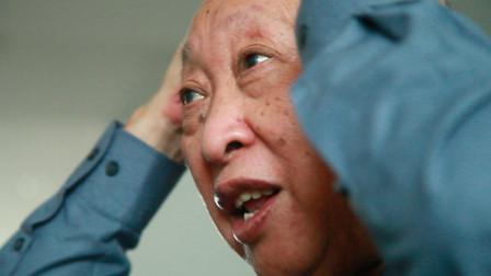 高血压近60年的国医大师,坚持梳头降压,连夫人都笑话他!