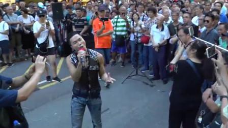 刘德华也不敢信,流浪歌手竟把他的歌翻唱超越,观众人山人海