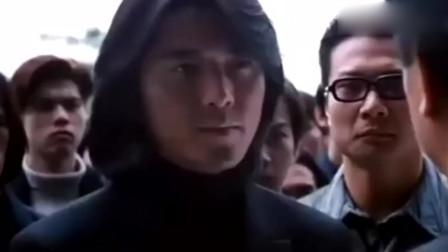 兄弟情深 陈浩南带几百小弟包围警局烧冥纸祭拜兄弟