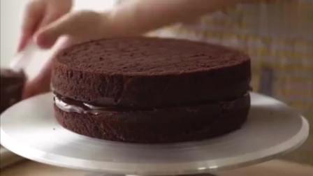 电影玛蒂尔达的巧克力魔鬼蛋糕,巧克力魔鬼蛋糕是与天使蛋糕相对