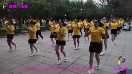 公园漂亮辣妈齐跳减肥健身广场舞,舞步动感欢快,好看又好学!