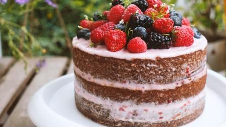 下了血本的高颜值草莓蛋糕,就说美不美吧!