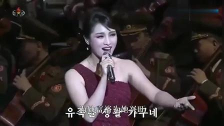 朝鲜牡丹峰乐团演唱《在希望的田野上》,气势磅礴,唱得太好听了