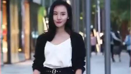 街拍:这位美女实在是太光彩照人了,穿的也特别清新