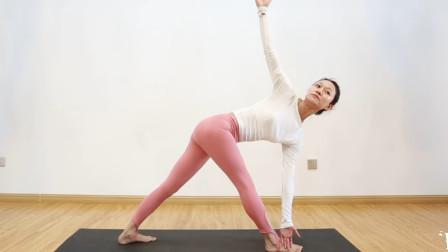 从三角伸展式,到反转三角伸展,让你的身体彻底清洁
