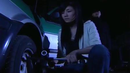 铁骨芳心:美女半夜搭计程车,不料司机想她,还好美女警惕性高