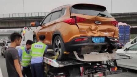 奇瑞瑞虎7惨遭汽车追尾,看到现场后,网友:后防撞梁太假了