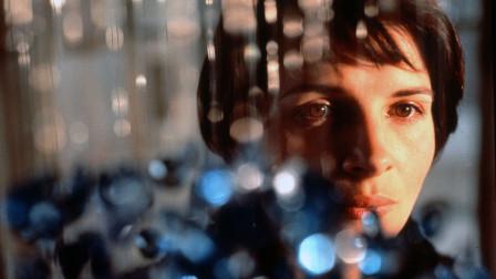 半夜讲电影:几分钟带你看完法国爱情电影《蓝白红三部曲之蓝》