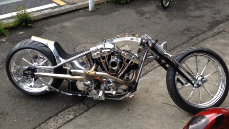 大叔25万提4缸摩托车底盘比跑车还低造型太酷了