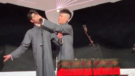 张云雷天津复出专场灰色新大褂,杨九郎甜蜜捂嘴却没想到结局!