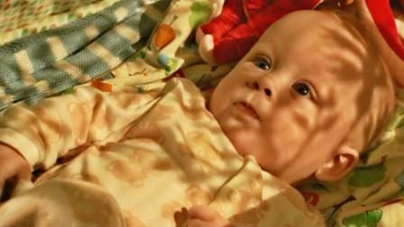 怪胎男孩从婴儿起就意外不断,每次都起死回生,幕后黑手却是美女母亲