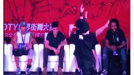 世界街舞比赛总决赛上的一对中国双胞胎!