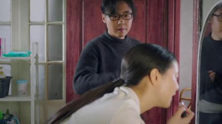 美女房东准备相亲精心化妆,没想到却被小伙吐槽:看着你都辟邪