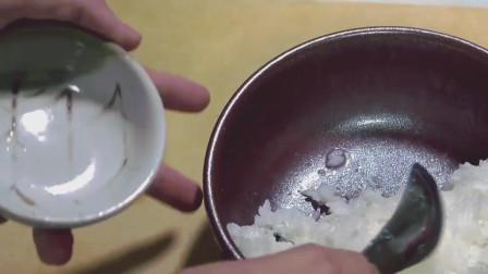 日本小哥奢侈早餐, 鲟鱼子生蛋盖饭, 再来罐啤酒, 生活好滋润