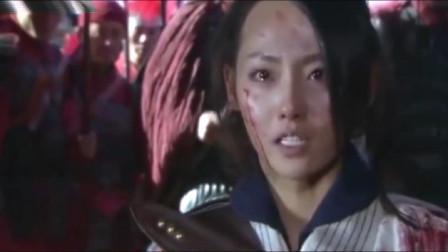 没能拦住最后一块金牌,女子抱着十一块金牌,跪倒在岳飞面前痛哭